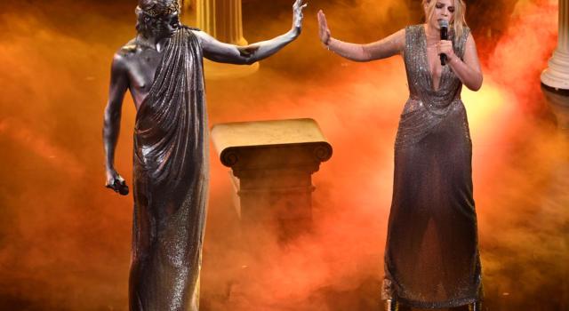 LIVE Sanremo 2021 in DIRETTA: la terza serata di GIOVEDI' 4 MARZO. Spazio alle cover: vince Ermal Meta, sempre più in testa alla classifica!