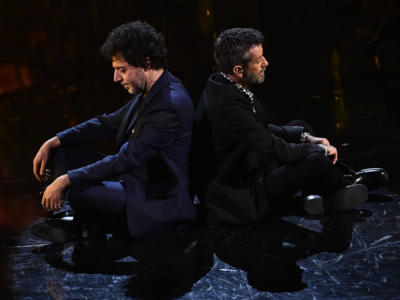 Sanremo 2021: le pagelle della terza serata. La mattanza delle cover. Ci si salva a notte fonda