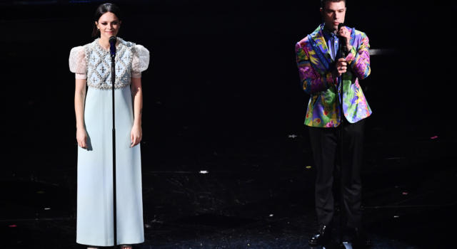 """""""Chiamami per nome"""" di Francesca Michielin e Fedez è la canzone di Sanremo 2021 più venduta al momento. Flop per Ermal Meta e le nuove proposte, rimonta per Aiello. Ecco la Classifica completa"""