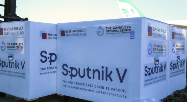 Vaccini anti Covid, l'Italia produrrà il siero russo Sputnik