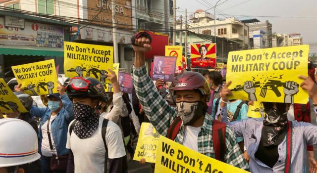 """Birmania, 21 manifestanti uccisi solamente oggi. """"Bagno di sangue"""""""