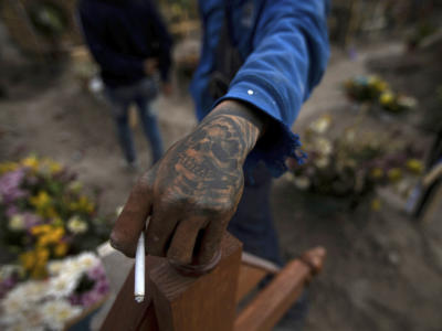 Latina, festini hot al cimitero e traslazione delle salme