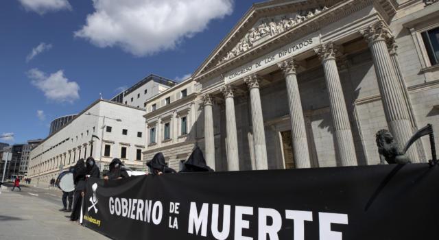 Spagna: Camera approva legge sull'eutanasia. Scoppiano proteste