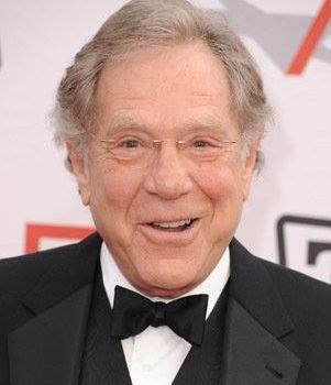 """Addio a George Segal: la stella della sitcom americana """"The Goldbergs"""" aveva 87 anni"""