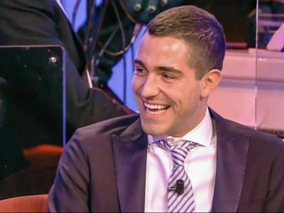 """Maurizio Costanzo Show. LGBT contro Tommaso Zorzi: """"Muto e compiacente davanti a Giorgia Meloni"""" VIDEO"""