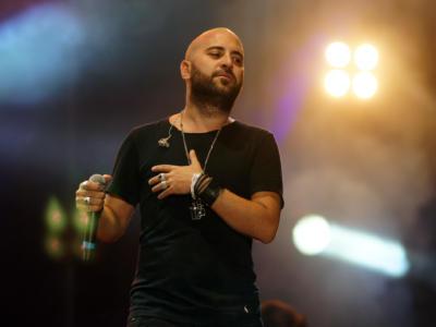 Giuliano Sangiorgi canta Dante per il suo ex liceo di Lecce e il video diventa virale