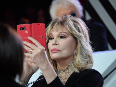 """Amanda Lear e i Maneskin: """"Mi volevano per il duetto a Sanremo"""". La replica: """"Solo un cameo"""""""