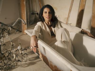 Micaela, 10 anni dopo Sanremo con un nuovo singolo e tanti progetti: «Oggi sono una donna, mi piacerebbe tornare al Festival e incrociare il percorso di Laura Pausini» – INTERVISTA