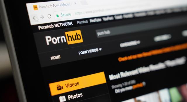Pastore evangelico ruba i soldi delle offerte e li spende su un sito porno
