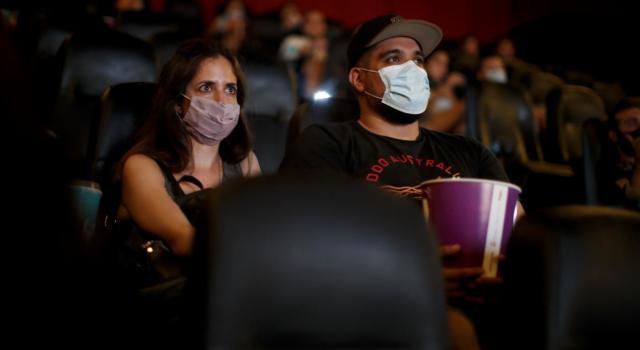 Covid, cinema e teatri: per poter riaprire serviranno da uno a due metri di distanziamento