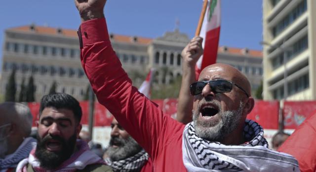 Libano: sciopero trasportatori per caro prezzi benzina