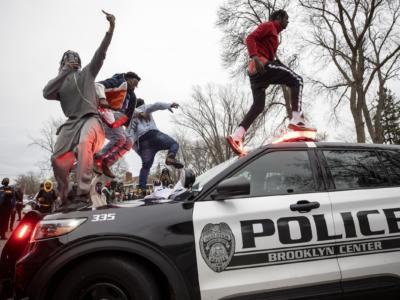 Minneapolis: licenziata agente che ha sparato a 20enne