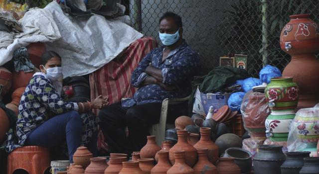 India in piena crisi sanitaria per una nuova variante, l'Europa promette aiuti