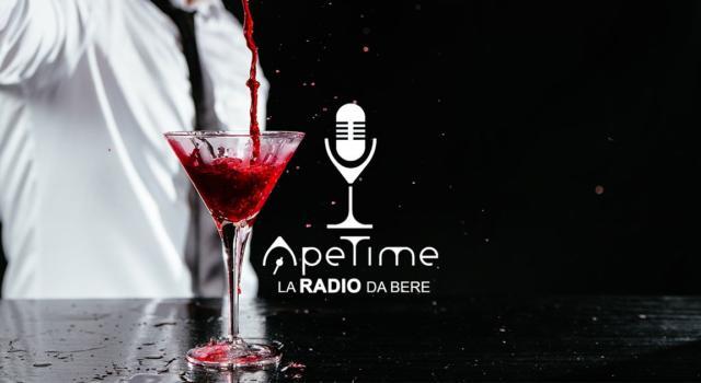 Rubrica. FLASHLIGHT. La musica da bere, nasce ApeTime Radio.