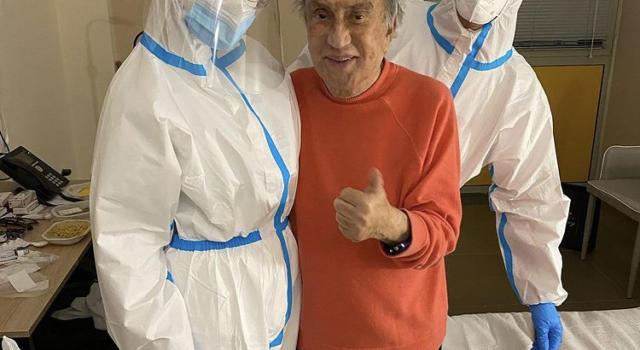 Covid, Emilio Fede è grave. Il giornalista è ricoverato in serie condizioni al San Raffaele di Milano