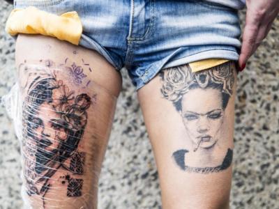 Agente penitenziario si fa tatuare il numero di cella del suo innamorato e viene scoperta la loro storia clandestina: arrestata