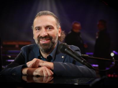 Stefano Bollani con Valentina Cenni in tv e nella vita. L'ex di Petra Magoni vive un nuovo amore