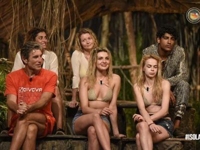 """LIVE """"Isola dei Famosi"""", puntata del 1 Aprile: Paul ritorna in gioco dopo l'infortunio. Miryea è la quinta eliminata. Fariba e Ubaldo debuttano all'Isola mentre in Nomination vanno Daniela e Drusilla"""
