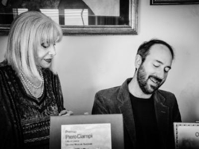 """""""Nero bianco e blu"""" è il testo inedito di Piero Ciampi musicato da Mauto e interpretato con Miranda Martino"""