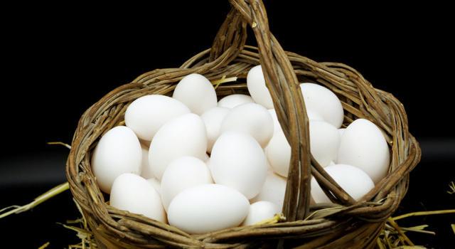 Rubrica. DENTRO LA CUCINA di Stefano Vegliani. E' nato prima l'uovo o la gallina? Alla scoperta di un prodotto che impazza, ma occhio alla qualità