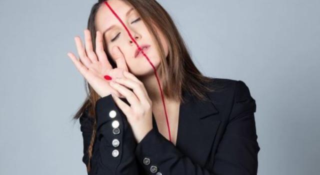 """Giulia Mei racconta l'Italia di oggi con """"Mamma"""": il nuovo singolo della cantautrice siciliana"""