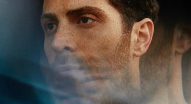 """Marco Guazzone, dopo il debutto da solista con Elisa lancia """"Ti vedo attraverso"""": """"Un dialogo con il mio riflesso"""""""