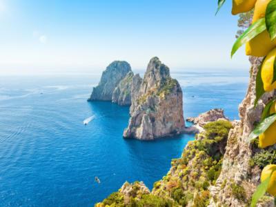 """Isole """"Covid-free"""", al via anche in Italia il piano vaccinale salva estate per Capri, Ischia, Eolie, Egadi ed Elba"""