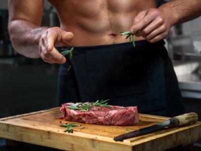 Sono belli, muscolosi, con le facce da bravi ragazzi, sono gli chef più sexy del mondo