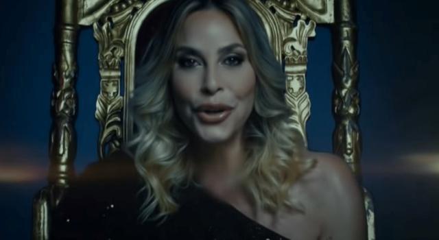 """Stefania Orlando pubblica il video ufficiale di """"Babilonia"""" e vola in classifica su YouTube"""