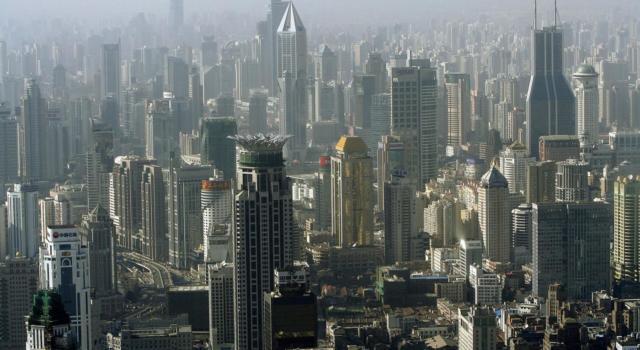 Cina. Grattacielo trema improvvisamente, ma non è terremoto. Panico a Shenzhen VIDEO