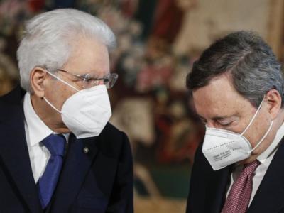 """Dl Covid, Mattarella ha firmato: scattano da subito le nuove regole, dal coprifuoco alle 23 al """"green pass"""" dopo la prima dose di vaccino"""