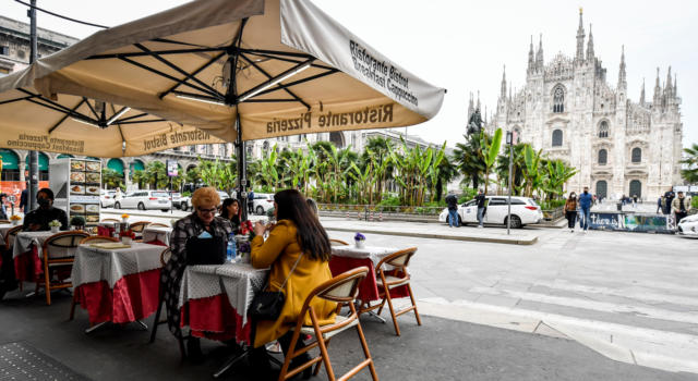 L'Italia torna gialla: in calo il numero dei decessi, dei ricoveri e dei positivi, con un tasso del 2,8%