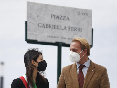 """Gabriella Ferri omaggiata con una piazza a suo nome. Seva Borzak, figlio di """"Mamma Roma"""", ringrazia la sindaca Virginia Raggi e annuncia: """"Diventerà luogo di incontro, di eventi e di festa"""""""