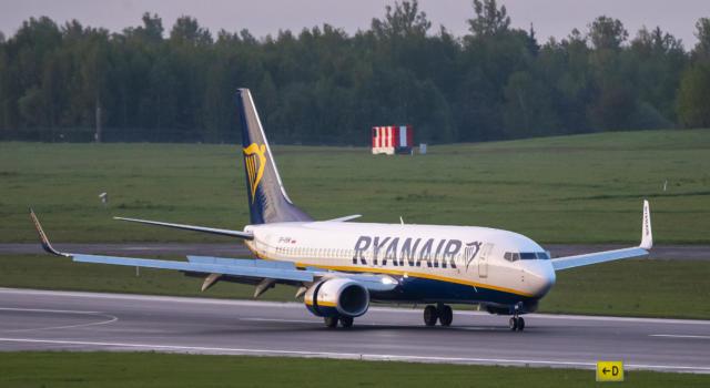 Minsk: aereo atterrato per presunto allarme bomba, ma arrestano passeggero dissidente