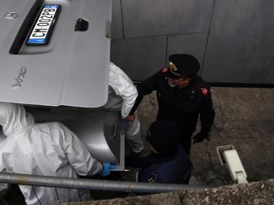 Milano, 25enne trovata morta con le treccine viola strette intorno al collo