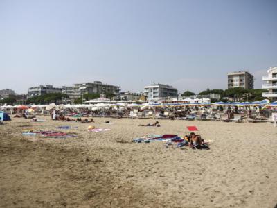 Orrore a Fiumicino, trovato cadavere in spiaggia