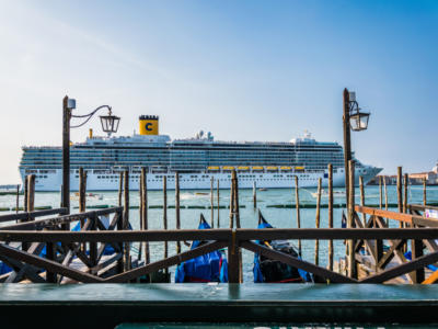 Crociere, stop a Venezia: le navi via da Piazza San Marco