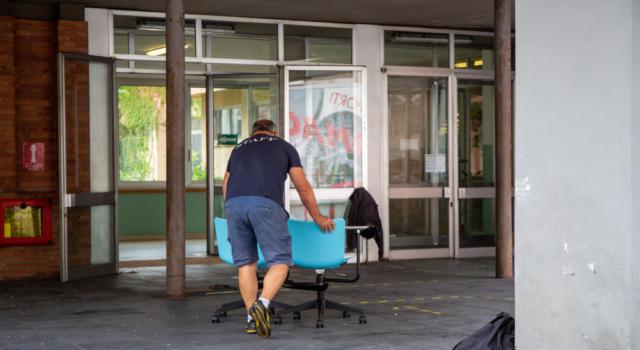 """Coronavirus, bocciatura definitiva per i banchi a rotelle: """"In 7 casi su 10 mai utilizzati"""""""