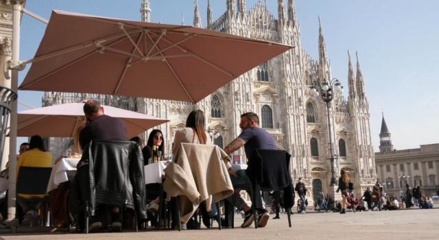 Italia tutta zona bianca: da oggi basta mascherine all'aperto