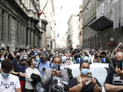 Coronavirus, l'Rt scende ancora: l'Italia resta tutta bianca