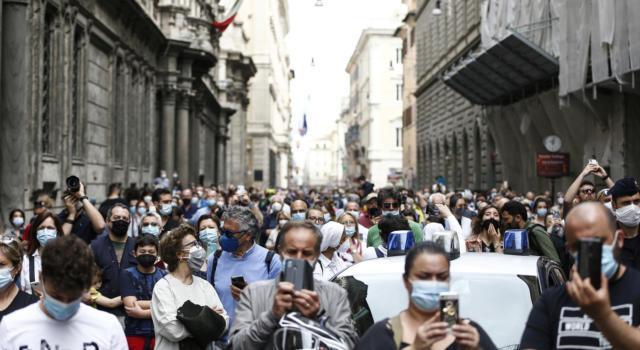 Niente più mascherine all'aperto dal 28 giugno: oggi la decisione del Cts