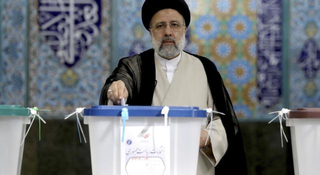 Iran, giorno di votazioni per le presidenziali. Scarsa affluenza favorisce fondamentalisti