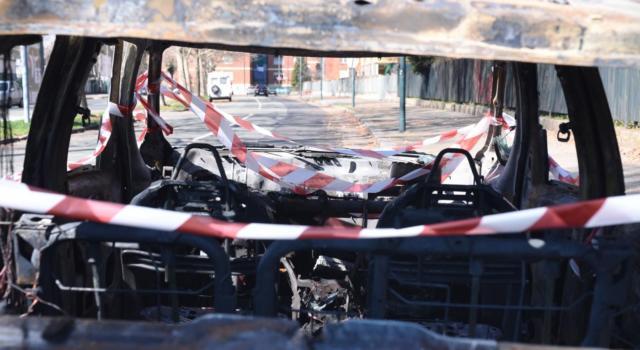 Torino, trovata un'auto incendiata con all'interno un cadavere