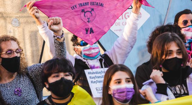 """Spagna, il Consiglio dei Ministri dà l'ok alla """"Legge Trans"""". Ora dovrà essere discussa in parlamento"""