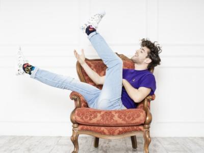 """Matteo Faustini per l'estate 2021 lancia '1+1': brano uptempo in cui afferma che """"L'amore vero è la somma di due interi e non di due metà"""""""