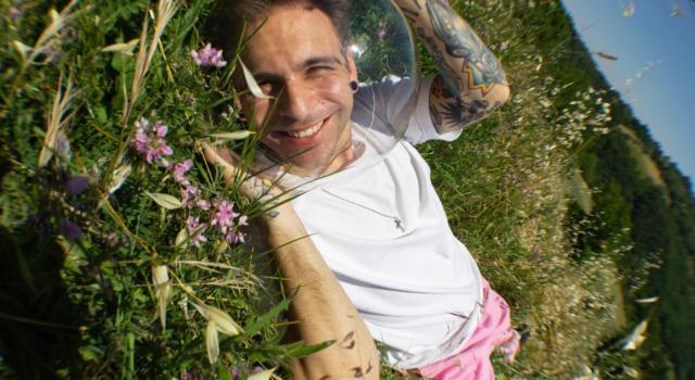 Alessio Bernabei: con il singolo 'Ansia' una nuova sfumatura della sua personalità e del suo percorso musicale: «Ho vissuto amori malati»