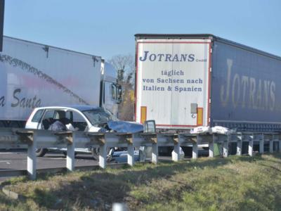 Ultim'ora: dramma in A1, incidente con autocarro che prende fuoco, due morti. Chiuso il tratto, code chilometriche