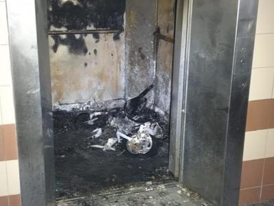 Monopattino elettrico esplode in ascensore: 20enne muore bruciato vivo davanti agli occhi dei condomini