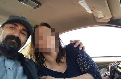Picchia la fidanzata incinta, adolescenti lo investono in auto e poi lo uccidono a bastonate