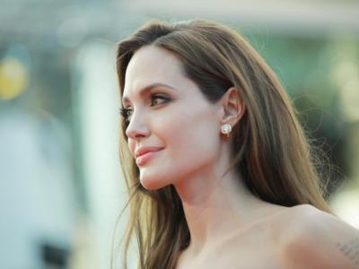 LA FABBRICA DEI SOGNI di Chiara Sani. Brad Pitt fa causa ad Angelina Jolie, la battaglia tra le due star non finisce mai…